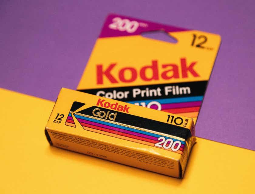 20 logos amarillos que puedes personalizar